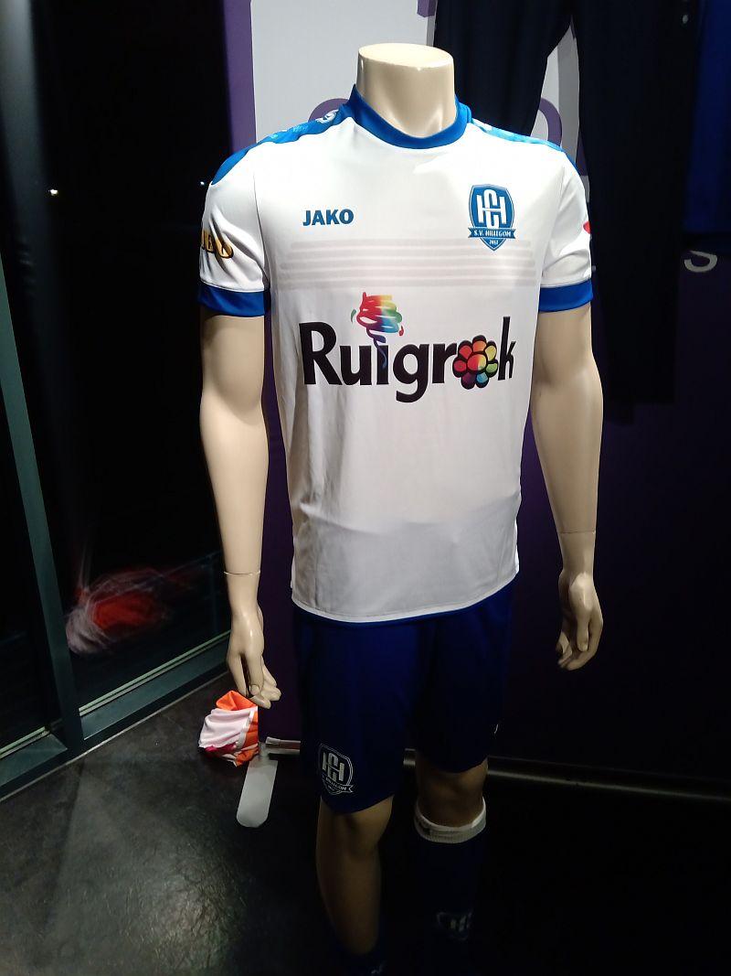 SV Hillegom krijgt nieuwe sportkleding